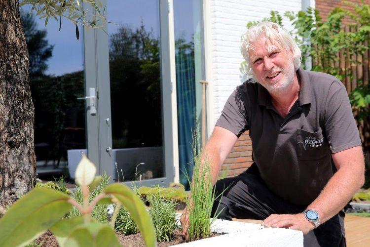 Huib Schuttel van Huibelco uit Sint-Michielsgestel, de vaste tuinontwerper van het tv-programma Eigen Huis & Tuin: Lekker Leven, heeft de nieuwe showtuin ontworpen. Bron: Albert de Isgner