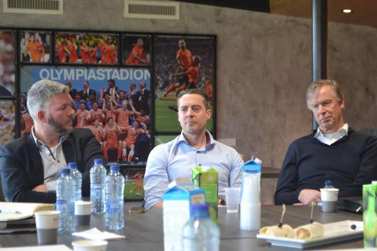 Sander Akkerman (Plann ingenieurs), Patrick Balemans (KNVB) en Wil Ditzel (Global Sports Surfaces Europe)