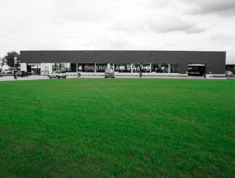 Stip Top Tuinen heeft Mow Saver op verschillende locaties toegepast, onder meer op een nieuwe locatie bij Carwash in Rijen.