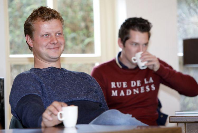 Aart Moree van Tim Kok Hoveniersbedrijf (l) en Tiemo Vierboom van Vierboom Hovenier