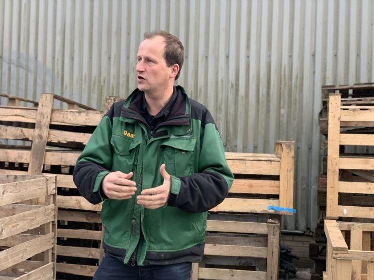 Daan Bruin verzorgt een rondleiding over z'n bedrijf