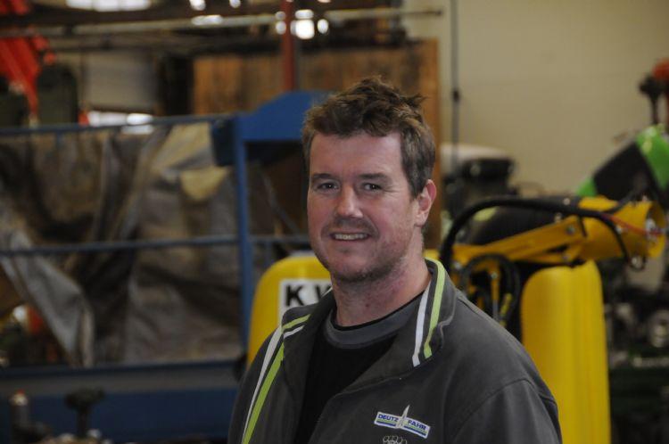 Stefan Baaijens is directeur van CSB Mechanisatie, maar is de meeste tijd gewoon in de werkplaats te vinden