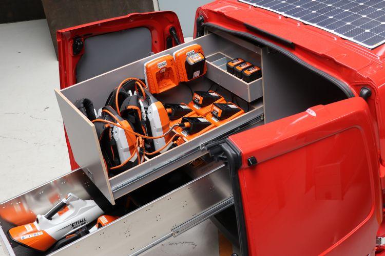 Ralf en Harrie Vaessen investeerden in deze nieuwe Toyota ProAce-werkbussen. Samen met Zeliox versterken ze hiermee hun groene imago.