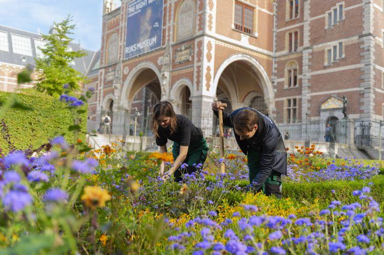Yuverta-studenten aan het werk in Rijksmuseum